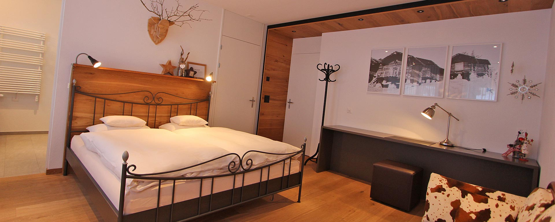 ferienwohnung loft b2 im burgener haus in saas grund wallis. Black Bedroom Furniture Sets. Home Design Ideas